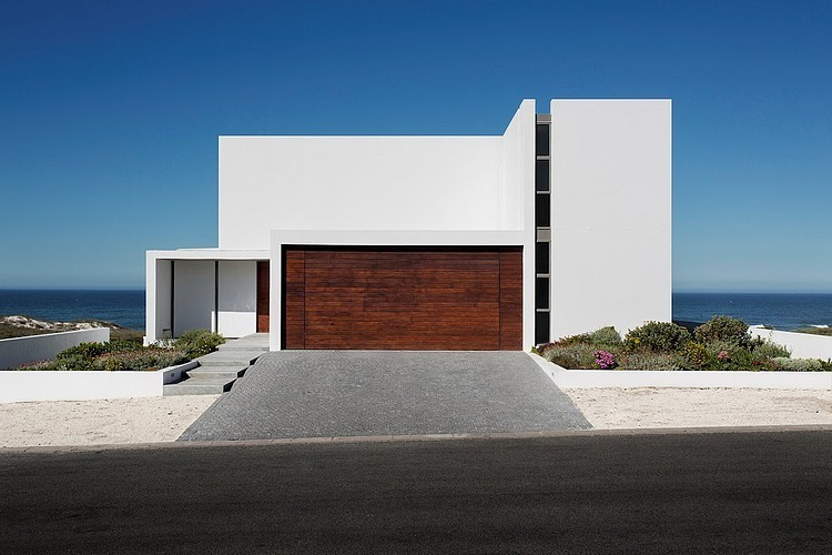 Modern Beach House luxury beachfront modern architecture - balmoral construction