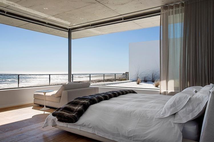 Luxury beachfront modern architecture Balmoral Construction